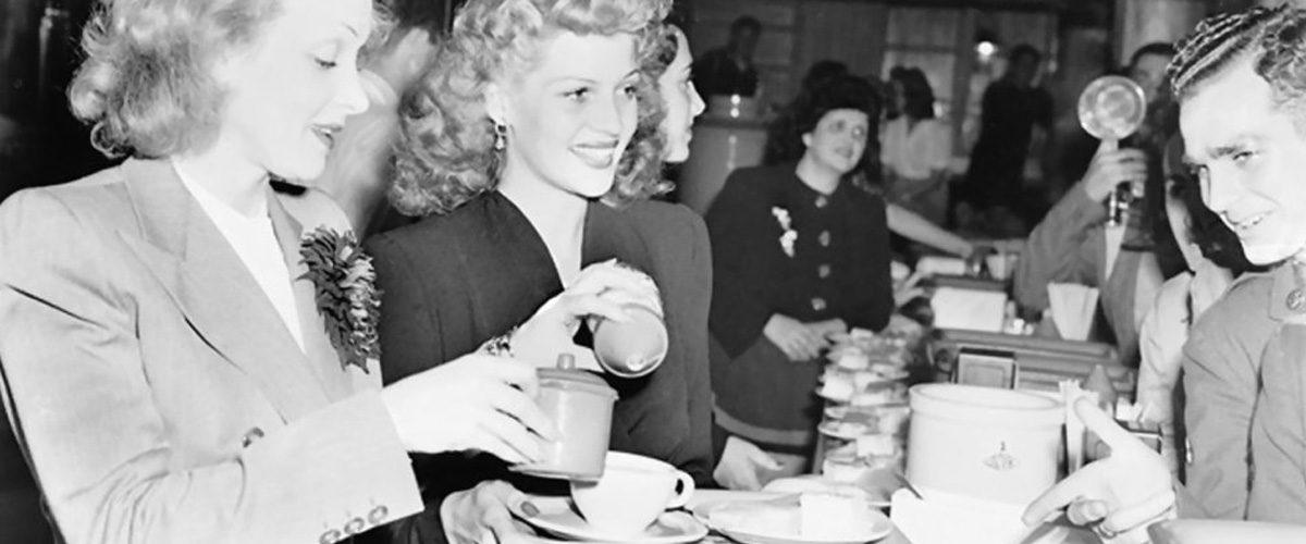 Holywood Canteen, quand Marlene Dietrich et Rita Hayworth jouaient aux cantinières