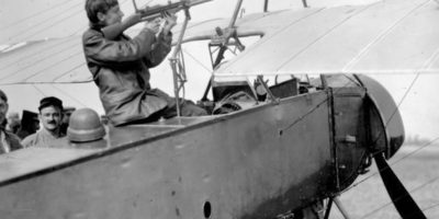 Quand les aviateurs de chasse se tiraient dessus… à coup de fusils !