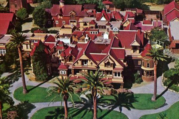 La maison Winchester : quand des fantômes jouent les architectes